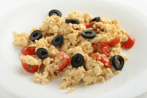 scrambled-eggs-with-tomato-and-pepper-9348817